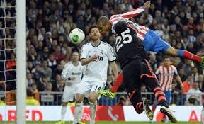 Miranda, a pase de Koke, marca el gol que supuso el 1-2