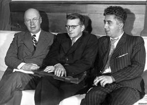 Shostakovich, junto a otros dos de los compositores señalados por el Decreto Zhdanov: Prokofiev (izq.) y Khachaturiam (der.)