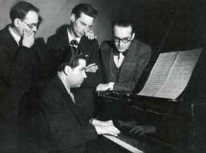 Olivier Messiaen, André Jolivet, Daniel-Lesur y Yves Baudrier durante los ensayos del primer concierto fundacional del grupo