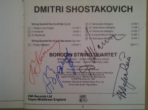Libreto del cd de Emi dedicados a los Cuartetos nº 5 y 15 de Shostakovich, con la firma autógrafa de los cuatro componentes del Cuarteto Borodin