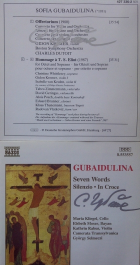 Encartes de cds de Deutsche Grammophone y Chandos, autografiados por Sofía Gubaidulina