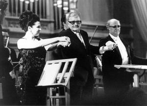 Dmitri Shostakovich flanqueado por Galina Vishnevskaya y Mstislav Rostropovich